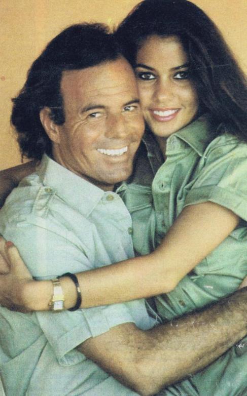 Julio Iglesias con Vaitiare Hirshon, en su época de noviazgo.