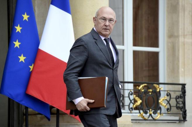 El ministro Michel Sapin, saliendo del palacio del Elíseo tras una...