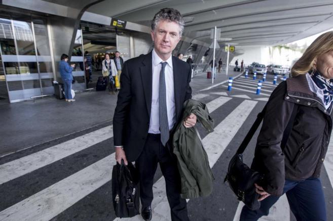 Jonathan Powell a su llegada al aeropuerto de Loiu esta tarde.