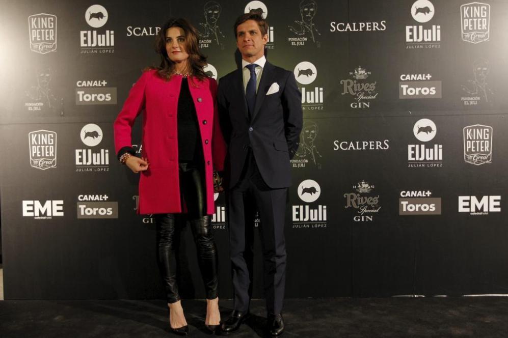 Julián López posa junto a su esposa, Rosario Domecq.