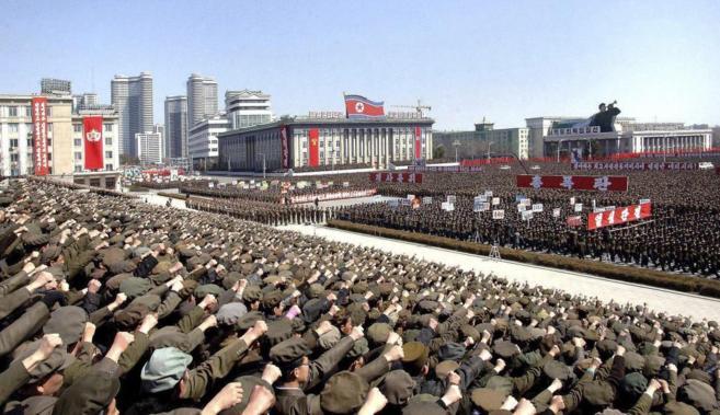 Concentración militar realizada en la plaza Kim Il Sung de Pyongyang.