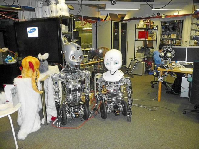 Robots en el Laboratorio de Computación Afectiva, que dirige Rosalind...