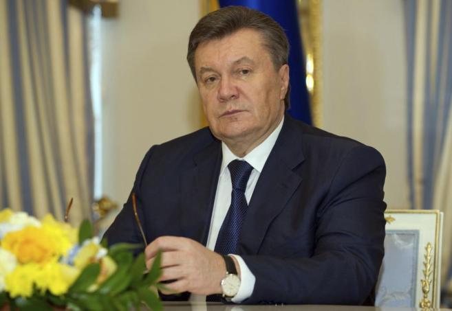 Viktor Yanukovich, tras firmar un acuerdo en el palacio presidencial...
