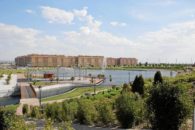 Vista panorámica de la manzana de bloques de pisos en Seseña en...