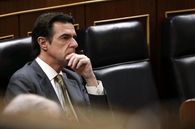 El ministro de Industria, José Manuel Soria, durante el debate sobre...