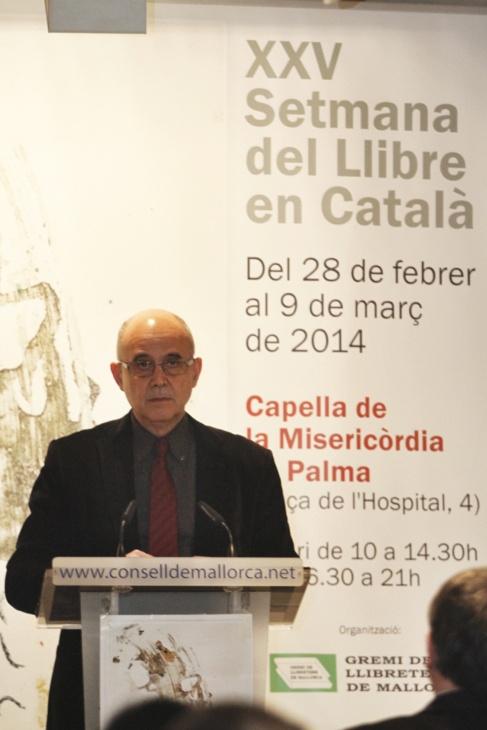 El profesor y sociolingüista Isidor Marí durante la lectura del...