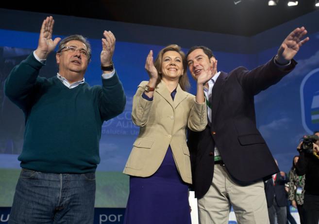 Zoido, Cospedal y Juan Manuel Moreno saludan a los asistentes al...