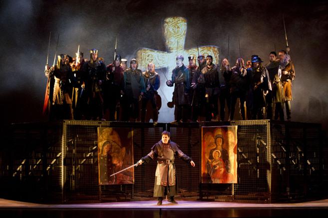 Escena de la ópera 'Il torvatore' en el Cevantes.