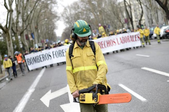 Cabecera de la manifestación de bomberos forestales en Madrid.