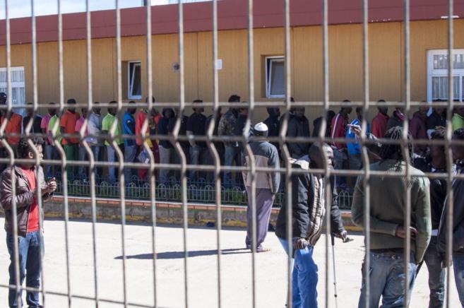 Colas en el centro de inmigrantes de Melilla.