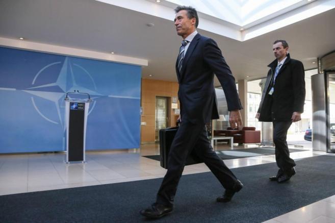 Anders Fogh Rasmussen a su llegada hoy a la sede de la OTAN en...