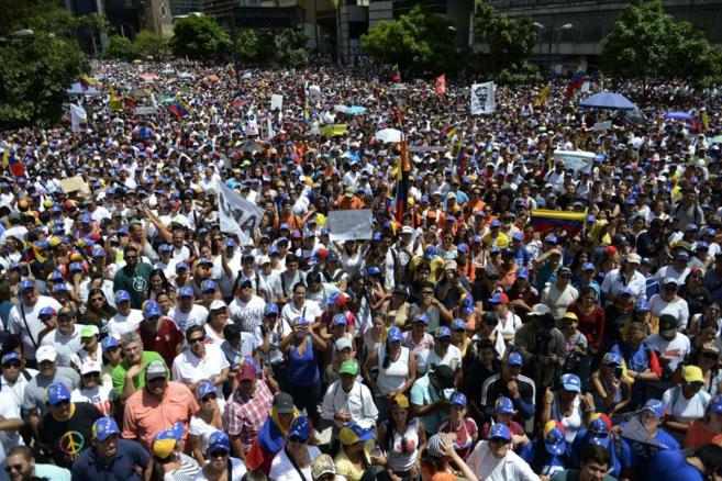 Multitudinaria manifestación contra el Gobierno de Maduro este...
