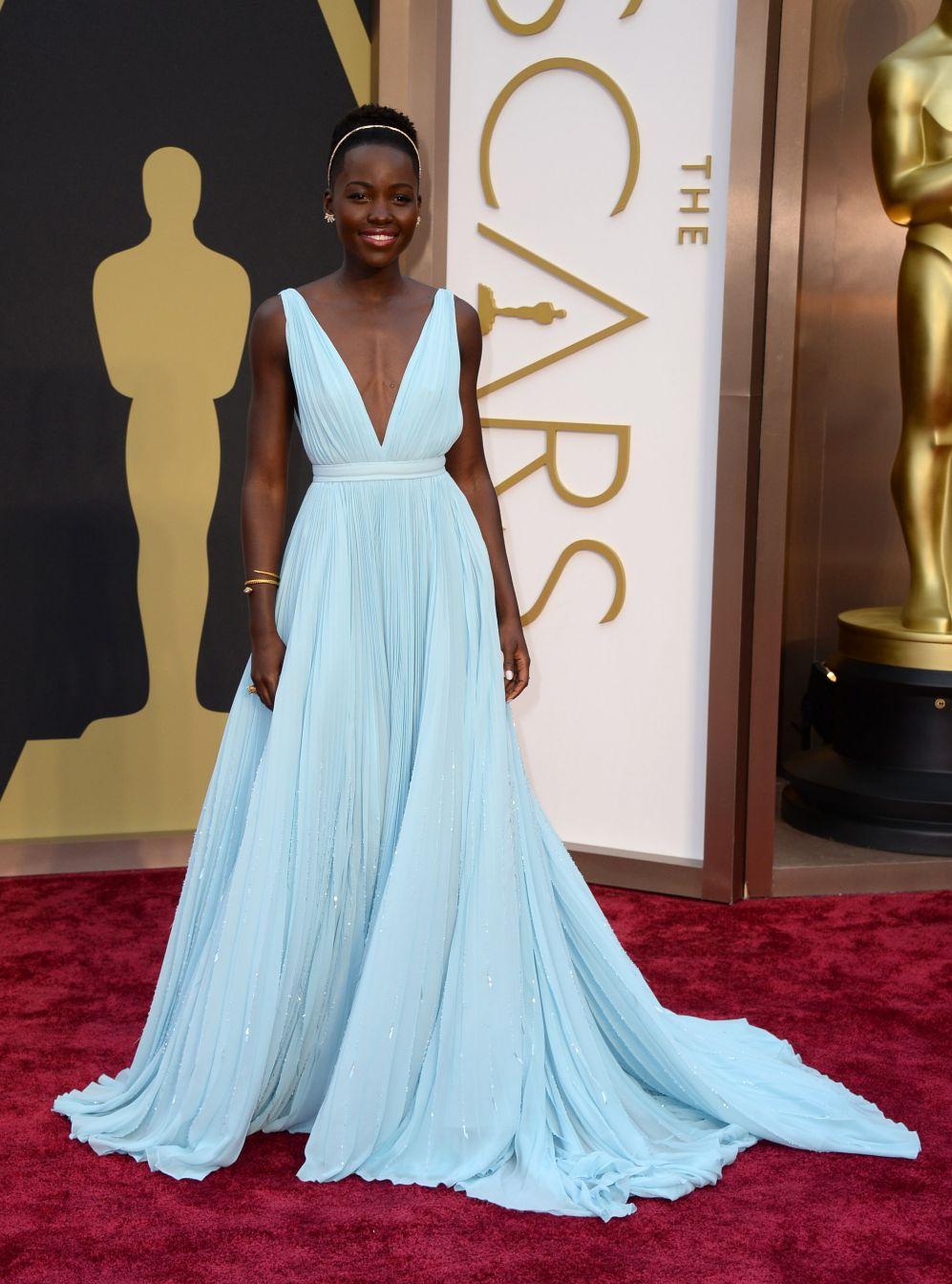 Resultado de imagen de Lupita Nyong'o en los premios Oscar 2014