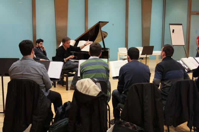 El director Ottavio Dantone durante una clase magistral en Les Arts.