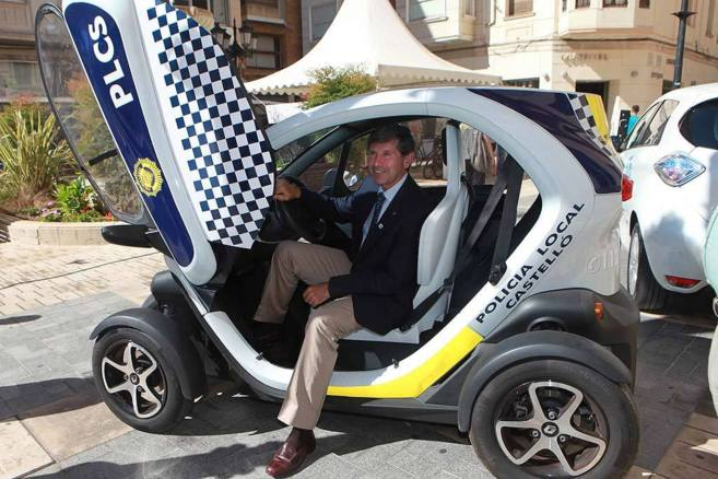 Uno de los vehículos eléctricos de la policía que presentó el...