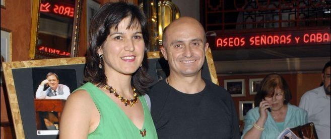 Pepe Viyuela, junto a su esposa.