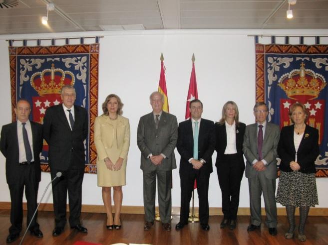Los miembros de la Cámara de Cuentas con el presidente de la...