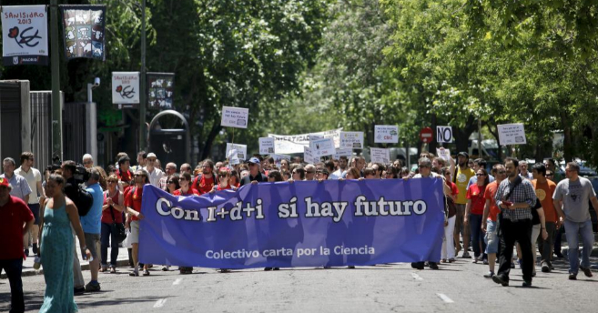 Manifestación en contra de los recortes en ciencia en las calles de...