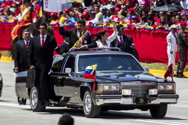 El presidente Nicolás Maduro llega junto a la primera dama, Cilia...
