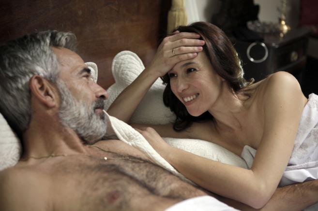 Antonio y Paz, en la cama.
