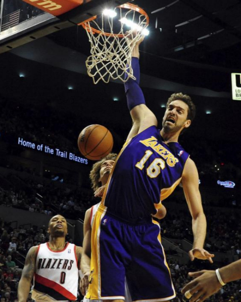 Pau machaca en su partido 1.000 en la NBA, el martes en Portland.
