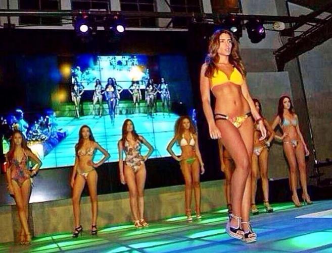 Mor Maman desfilando para el certamen de Miss Israel.