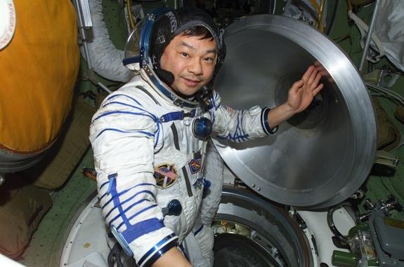 Leroy Chiao, en la Estación Espacial Internacional.