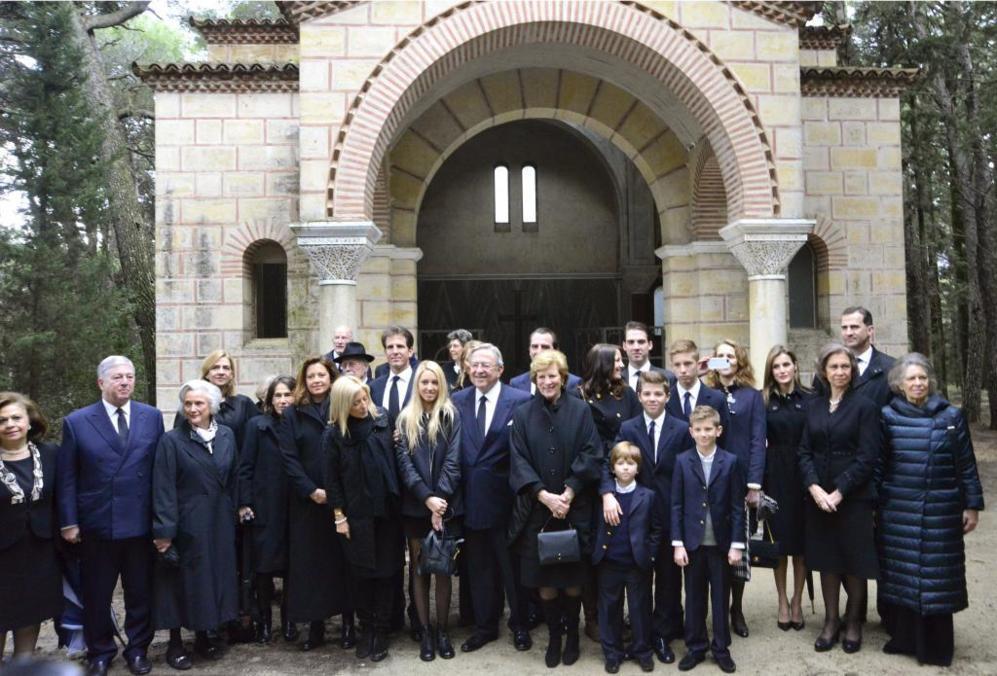 Foto de Familia de los asistentes al homenaje a Pablo I de Grecia.