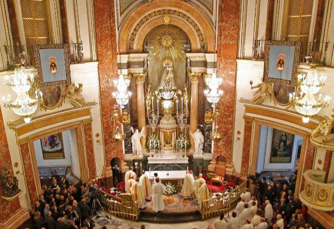 El camarín de la Virgen con la imagen de la patrona de Valencia ya...