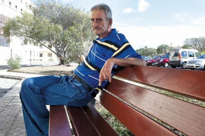Leopoldo María Panero, en Las Palmas de Gran Canaria, en una...