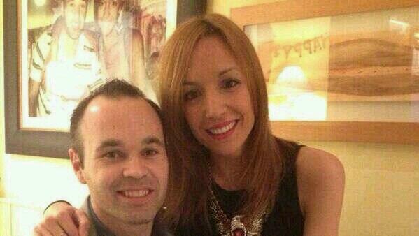 Andrés Iniesta junto a su esposa Anna Ortiz.