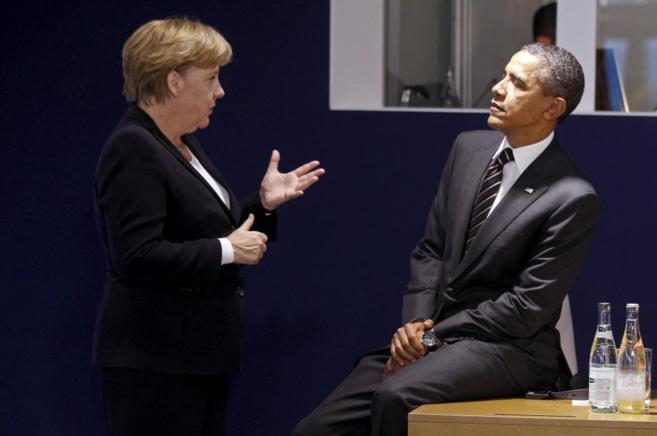 Obama y Merkel charlan durante una reunión del G-20.