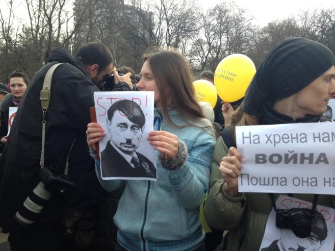 Manifestantes en Simferopol, esta mañana.