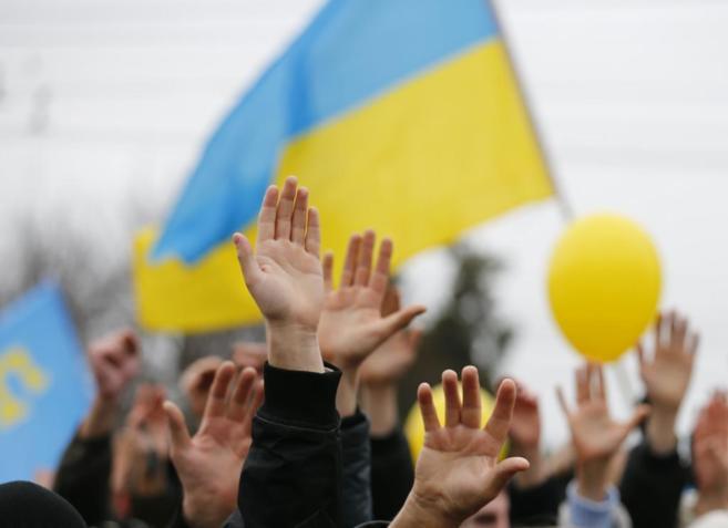 Manifestantes proucranianos protestan contra el referéndum de Crimea,...
