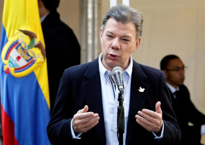 Juan Manuel Santos, durante su intervención pública tras depositar...