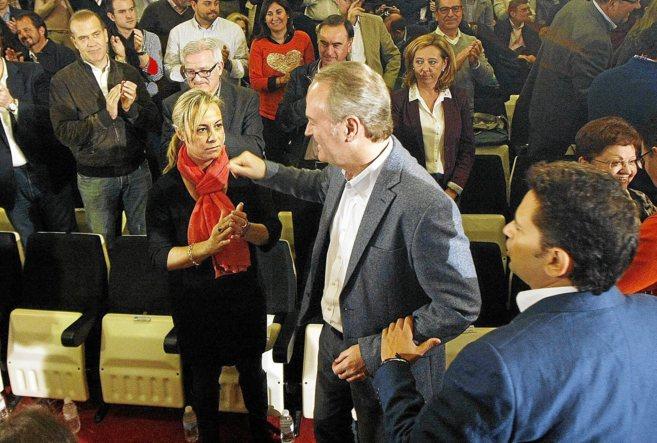 Fabra saluda a Castedo, seria, durante el acto preelectoral en...