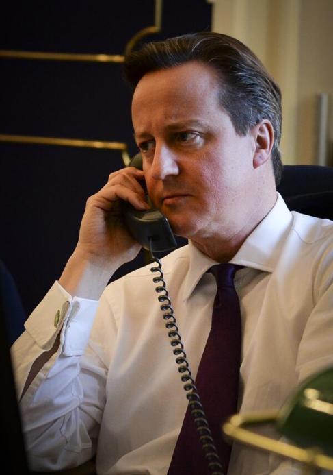 La imagen que Cameron colgó en las redes sociales mientras hablaba...