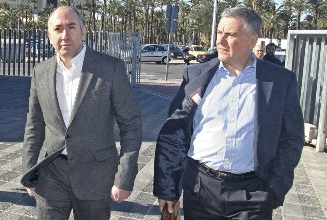 Alejandro Soler, acompañado de su abogado, durante su declaración...