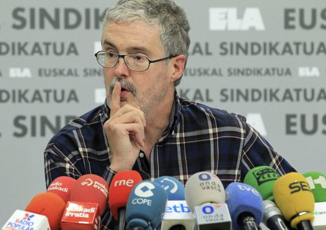 El secretario general de ELA, Adolfo Muñoz, en la comparecencia.