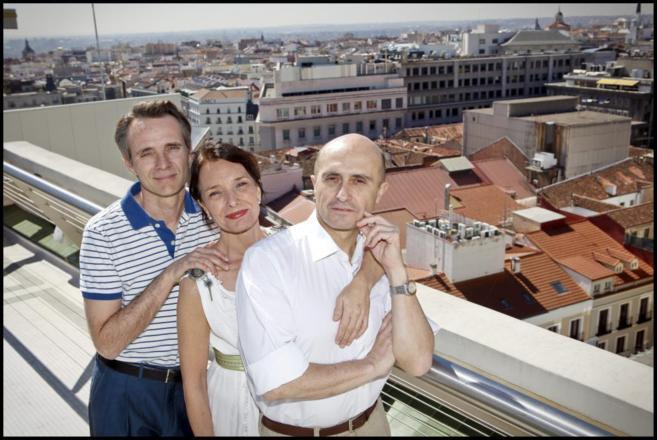 Los actores de la obra, en la terraza del Círculo