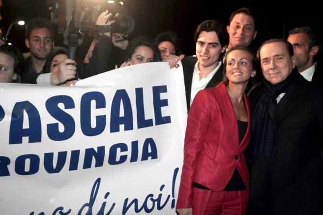 Pascale y Berlusconi, durante un acto en Roma.