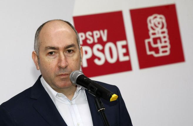 El ex alcalde de Elche, Alejandro Soler, durante la rueda de prensa...