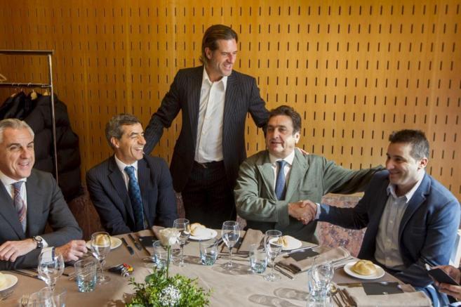Gorka Arrinda, con Iñaki Calvo y Curro Guzmán en la comida que han...
