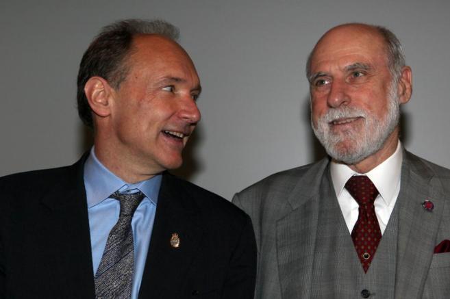 Tim Berners-Lee (izda.) y Vinton Cerf, dos de los 'padres' de...
