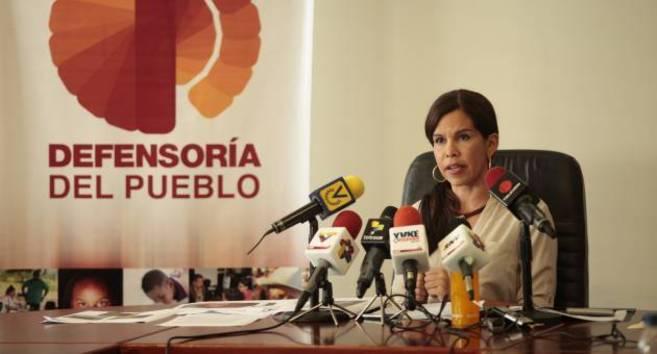 Estudiantes venezolanos marchan para pedir la renuncia de la defensora del pueblo