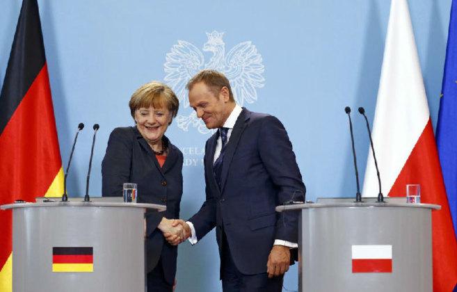 La canciller Merkel y el primer ministro Tusk, durante la reunión que...