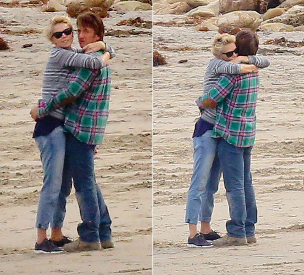 Penn y Charlize se dejaban ver este martes en la playa de Malibú. Ya...