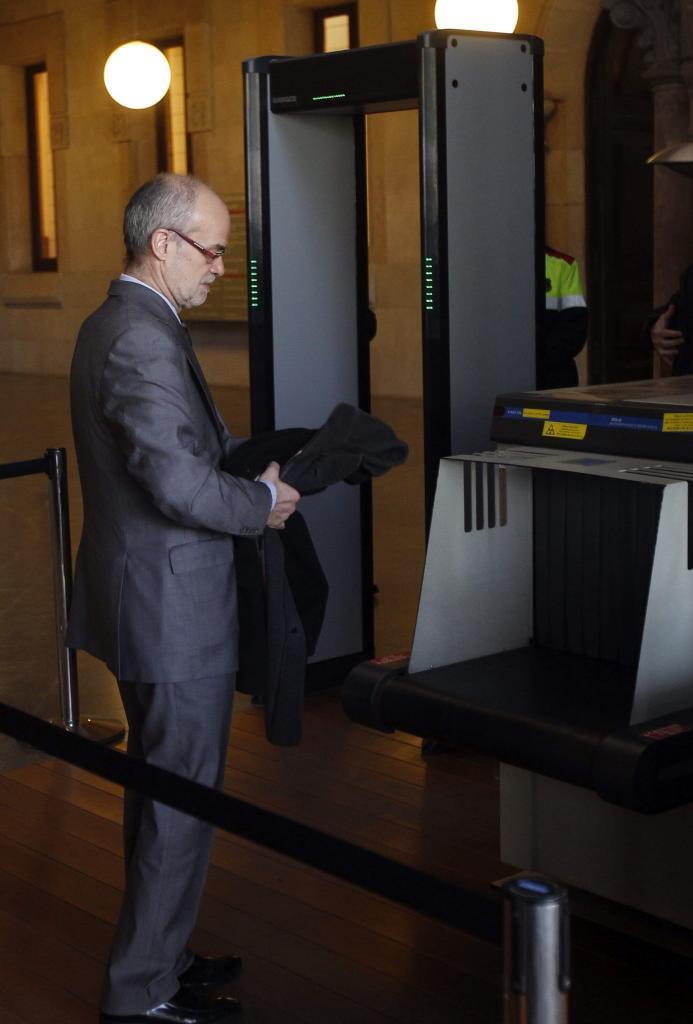 El ex conseller de Economía Antoni Castells, a la entrada a la...