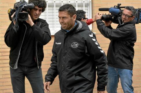 Antonio David Jiménez Pentinel, abandonando ayer los juzgados de...