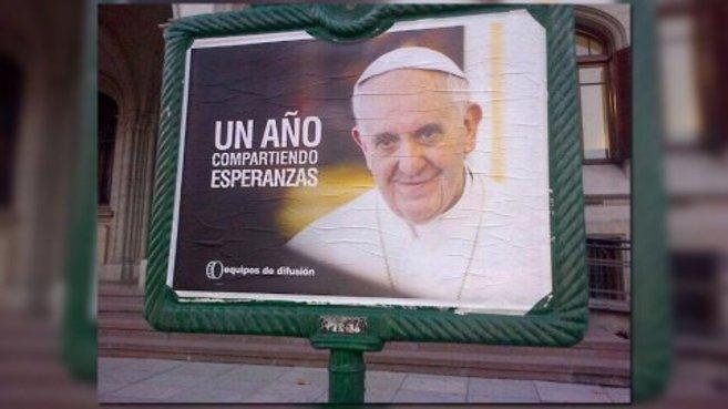 El cartel con el que han amanecido las calles de Buenos Aires esta...